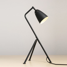 Modern tripod metal decorative desk table lamp