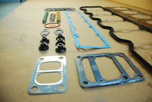 Gasket kits upper and lower to overhaul the engines for Cummins parts for cummins gasket kit
