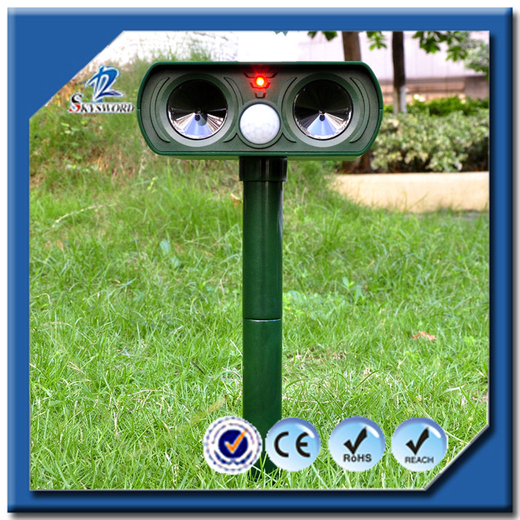 2016 China Supplier No Batteries Motion Activated Ultrasonic Solar Powered Cat&Dog Repellent