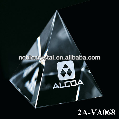 Noble New Design Desktop Assessories Crystal Pyramid Paperweight