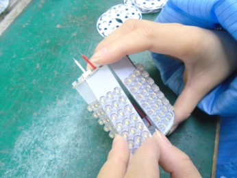 Assembling LED board