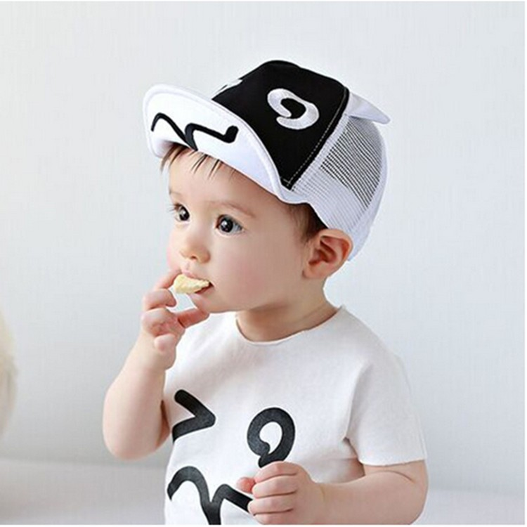 2016 Baby Girls Boys Lovely Summer Spring Sun Procteted Hat For 1-2 Years Kids Smile Patten Black Brim Hats
