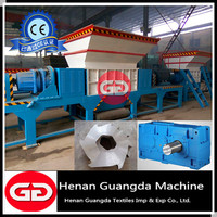 Double shaft shredder with magnetic conveyor to remove metal nails
