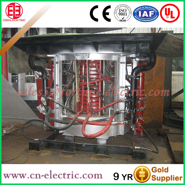 Hydraulic tilting iron smelting oven