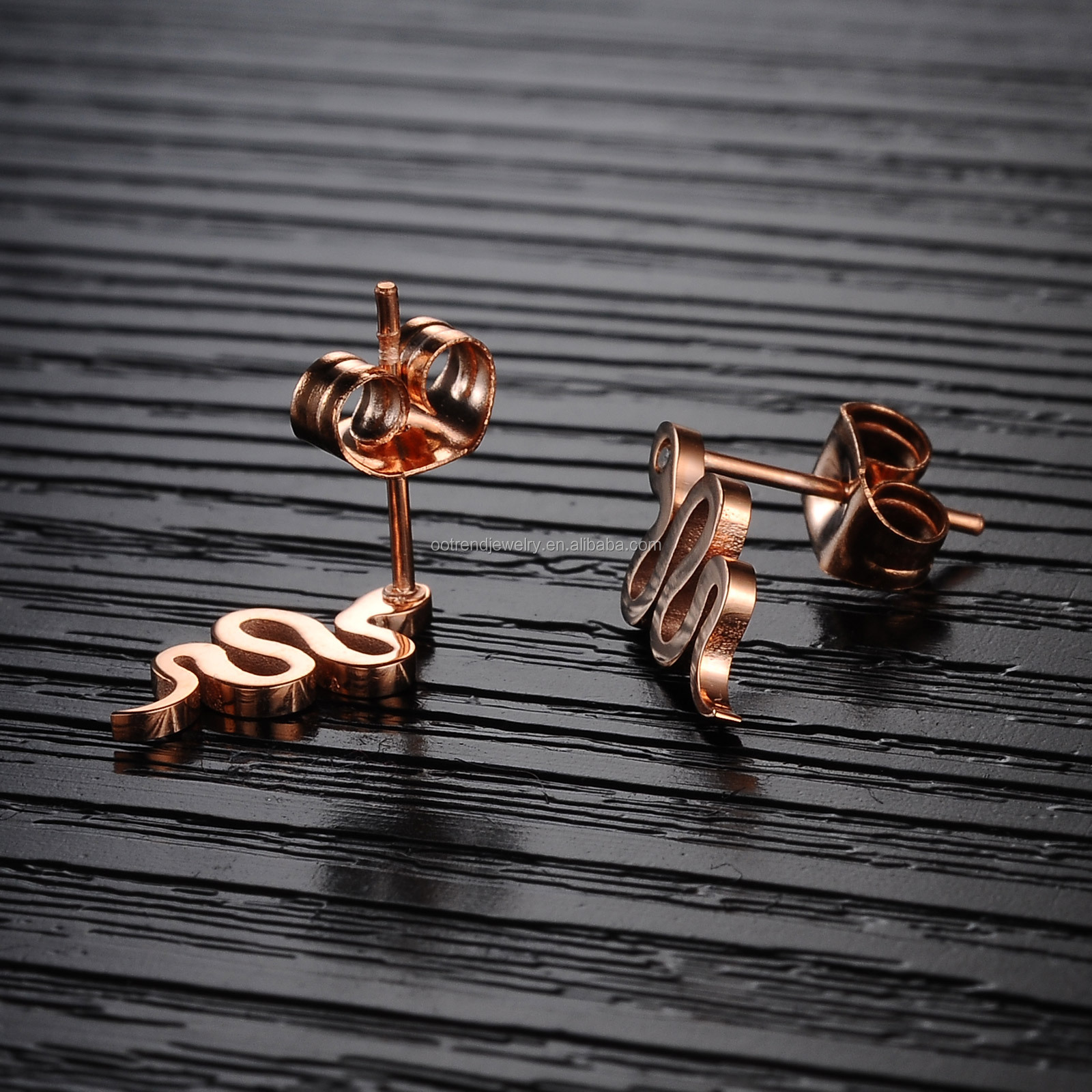 Modern girl lady ear ring cuff of rose gold snake ear ring