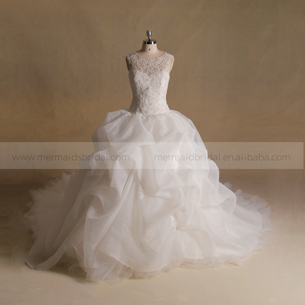 Noble Scoop Neck Exquisite Applique Lace & Beads A-line Ruffled Wedding Dress Big Long Tail