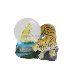 Polyresin Crystal Glass Souvenir Snow Globe Water Ball