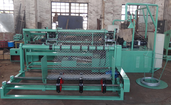 Hot sales!!best price fully-automatic chain link fence machine,diamond mesh machine(factory direct sale)