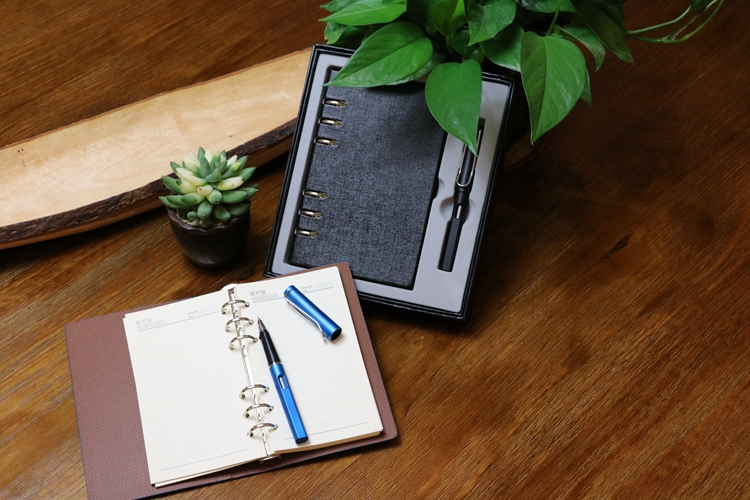 Wholesale Customized A6 Notebook Gel Pen Office Stationery Gift Set