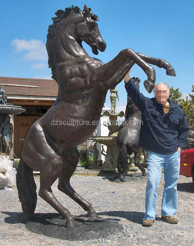 Outdoor jumping life size bronze horse statue on yard