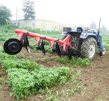 Agricultural disc plough for walking tractor