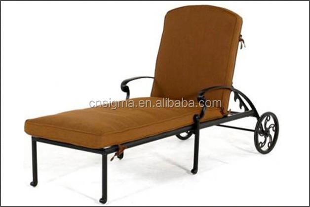 Antique cast aluminum chaise sun lounge with cushions and for Cast aluminum chaise lounge with wheels