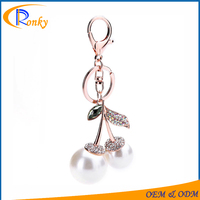 2016 promotional gift items big pearl crystal keychain for sale custom key chain