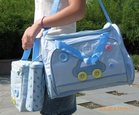 car diaper bag wiht organizer and baby's bottle of first mummy bag