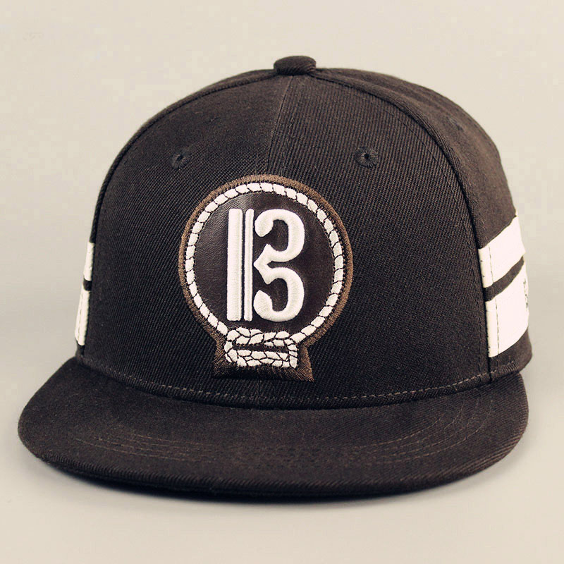 Fast deliverly leather patch caps 100% polyester snapback hat with ajustable back closure