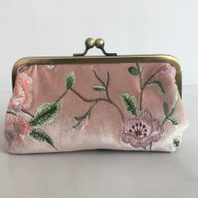 Professional Manufacturer metal frame velvet embroidery clutch bag With Good Service