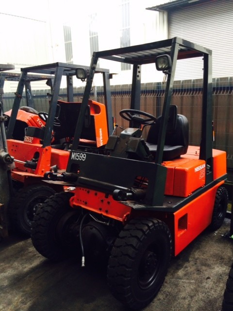 fully reconditioned 2.5 tons diesel forklift spececial offer price for year end