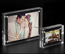 Countertop clear acrylic magnetic photo frame 5 x 7