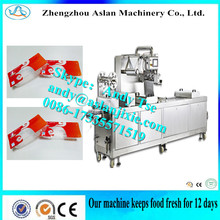 Automatic continuous hot - forming duck - palm vacuum packaging machine Chicken wings automatic vacuum packaging machine
