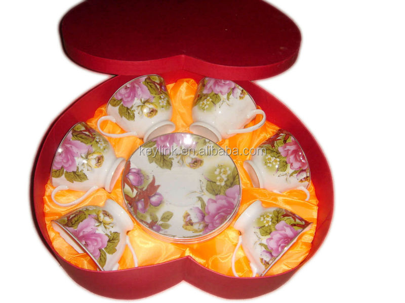 Flower desgin English tea cup and saucer in heart shape box