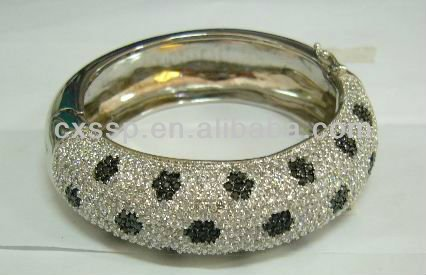 Factory artisan crafted black&white custom-made bulk bangles