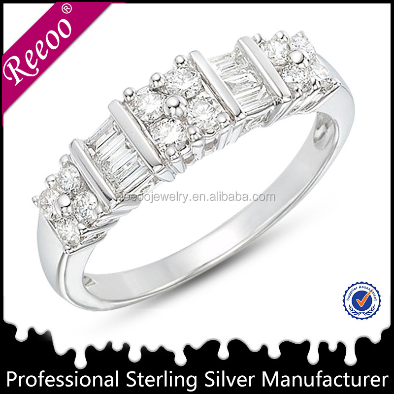 New fashion jewelry ring display white gold wedding rings