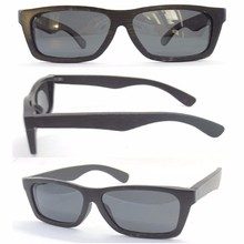 China manufacturers fashion cheap bamboo sunglasses man