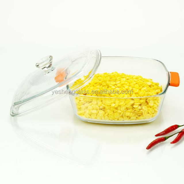 Square clear pyrex glass casserole with heat-resistant silicone handle