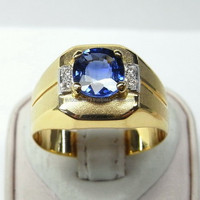 Blue Sapphire and Diamond Ring Smart Design