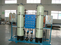 filter suction water tank with top and bottom distributors