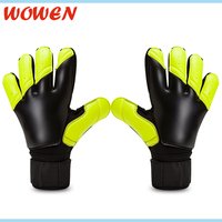 Good Quality Finger Saving Soccer Goalkeeper Gloves