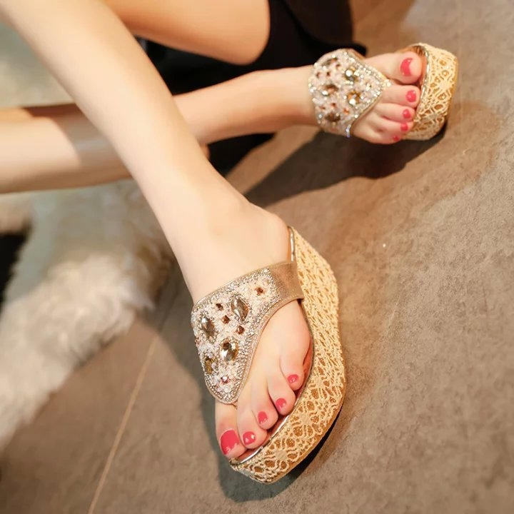 Beach Use PU Synthetic Rhinestone Wedge Thick-soled Women's Flip Flops