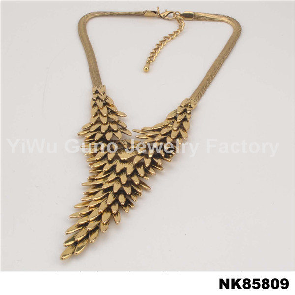 beautiful gold pendants necklace Alibaba hawaiian kukui nut lei necklace