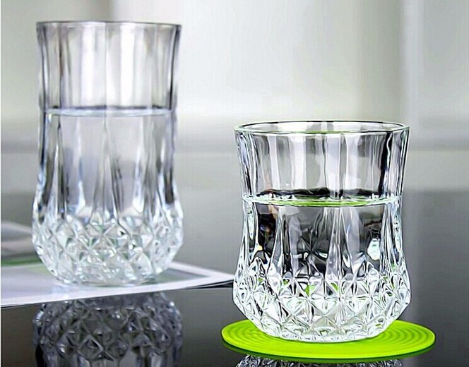 Haonai 2016 hot sale bulk Diamonds bottom whisky glass cup