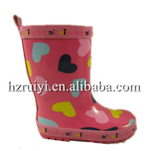 cute heart print kids rain boots,wholesale cheap rubber waterproof cold resistent gum boots children