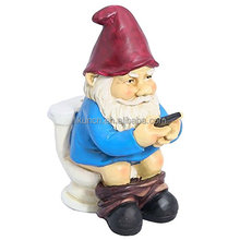Wholesale Handmade colorful outdoor gnome figurine, custom polyresin garden gnome statues