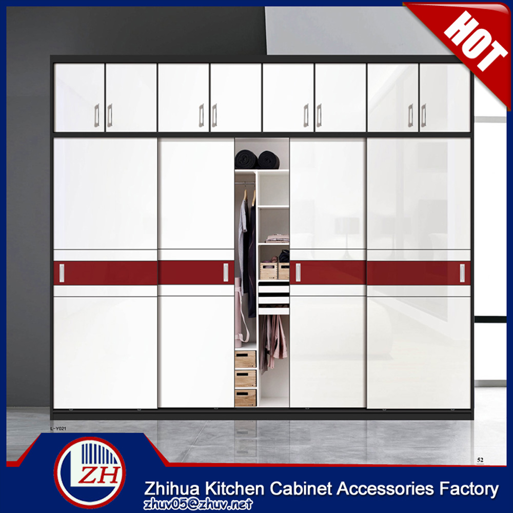 Laminate bedroom wardrobe designs wardrobe shutter door for Bedroom wardrobe shutter designs