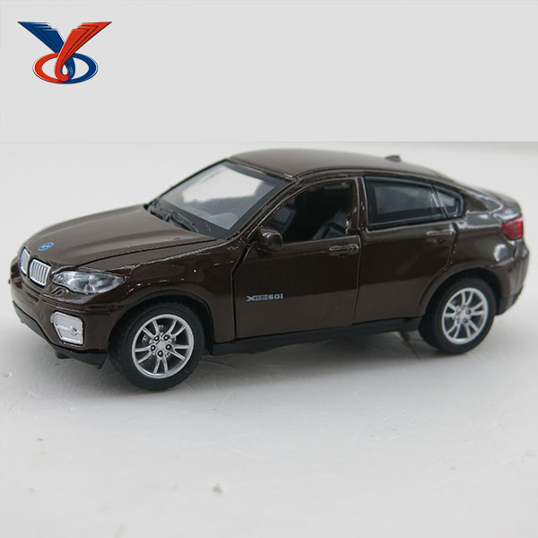 1:36 Power-driven Open Door Pull Back Toy Alloy Car With IC