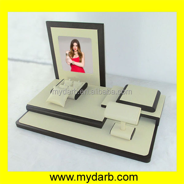 White PU leather elegant jewelry display set table top jewelry display stand