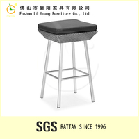 China Suppliers Sales Restaurant Rattan Chair , Modern Luxury Garden Wicker Furniture , Comfortable Resin Square Classic Stool