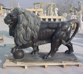 Garden roaring black marble stone lion sculpture statue with ball