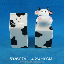 Customized cow shaped ceramic decorative salt and pepper shakers