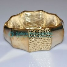 solid gold large bangles pictures