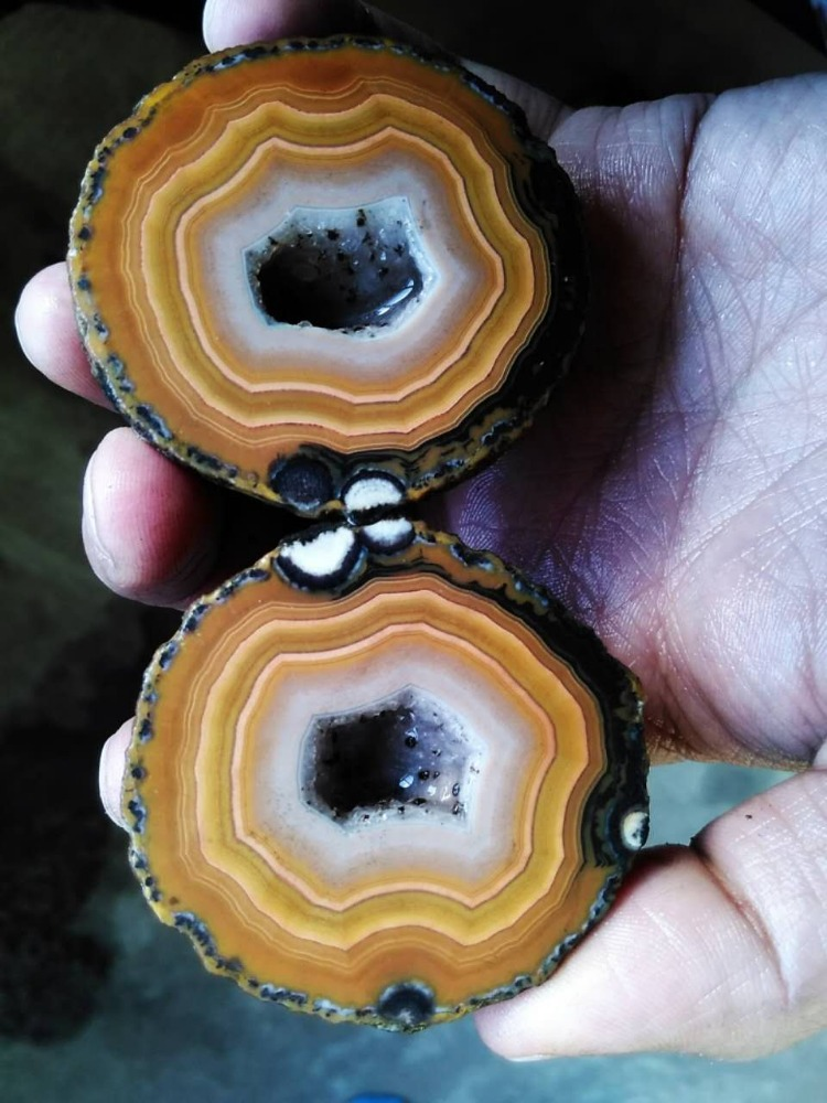 FX-A0066 Rough (Unpolished) Agate Fighting Blood Agate from China