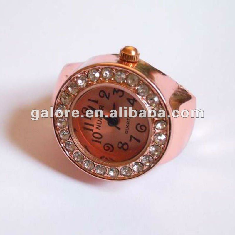 2013 wholesale fashion gold finger ring clock