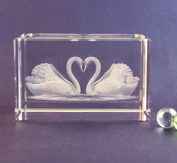 3D laser etched crystal swan glass cube for wedding favor Valentine's Day gift