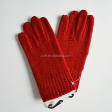 Warmth red color outdoor knitted gloves