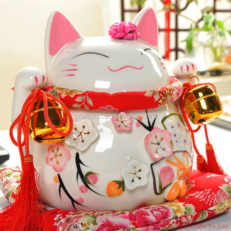 Smooth and bright porcelain lucky cat