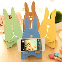 2017 Amazon fashion design rabbit sharp lazy desk wooden crafts cell mobile phone stand holder for all size smartphone