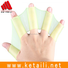 2017 Factory direct supply frog palm shape flexible colorful Silicone half finger webbed swimming gloves S/M/L Size